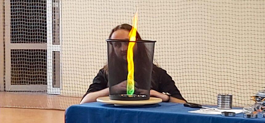 """🔥 """"Siła ognia"""" – pokaz chemiczny 🔥"""